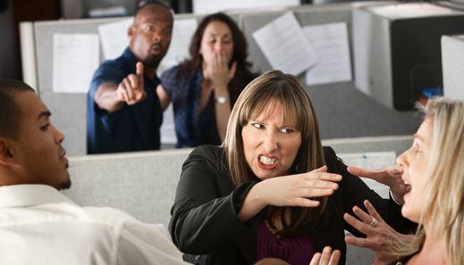 Đối phó với đồng nghiệp tiểu nhân